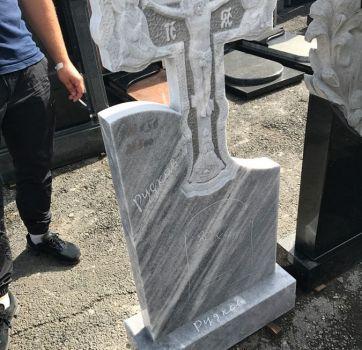 Крест на могилу из мрамора