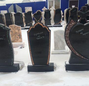 Памятники на кладбище_16