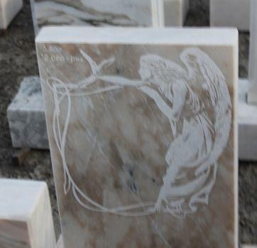 Памятники на кладбище_29