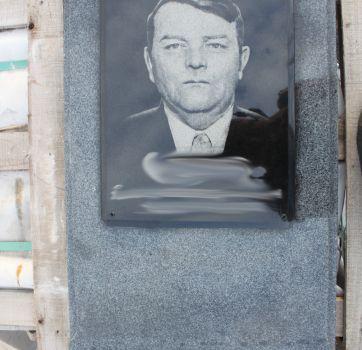 Черно-белая гравировка на памятниках_12