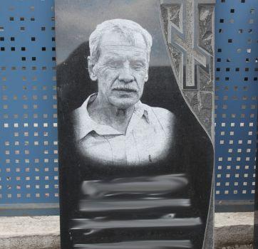 Черно-белая гравировка на памятниках_19