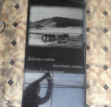Черно-белая гравировка на памятниках_31
