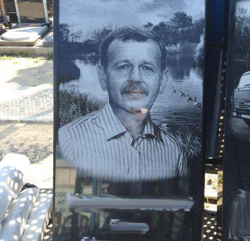 Черно белая гравировка портретов на памятниках_1
