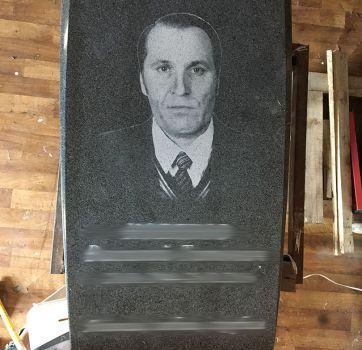 Черно белые портреты на граните_4