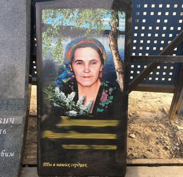 Цветные портреты на памятнике_3